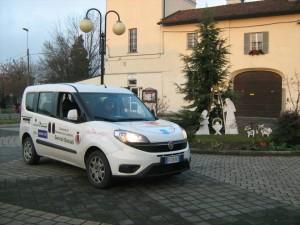 auto-davanti-al-castello