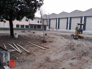 Ultima fase realizzazione area giardino della scuola