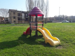 Chiusura giochi e divieto di stazionare nei parchi