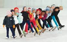 Pattinaggio sul ghiaccio coi ragazzi dei laboratori gioco-studio