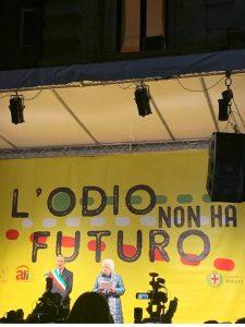 Manifestazione a Milano contro ODIO e RAZZISMO